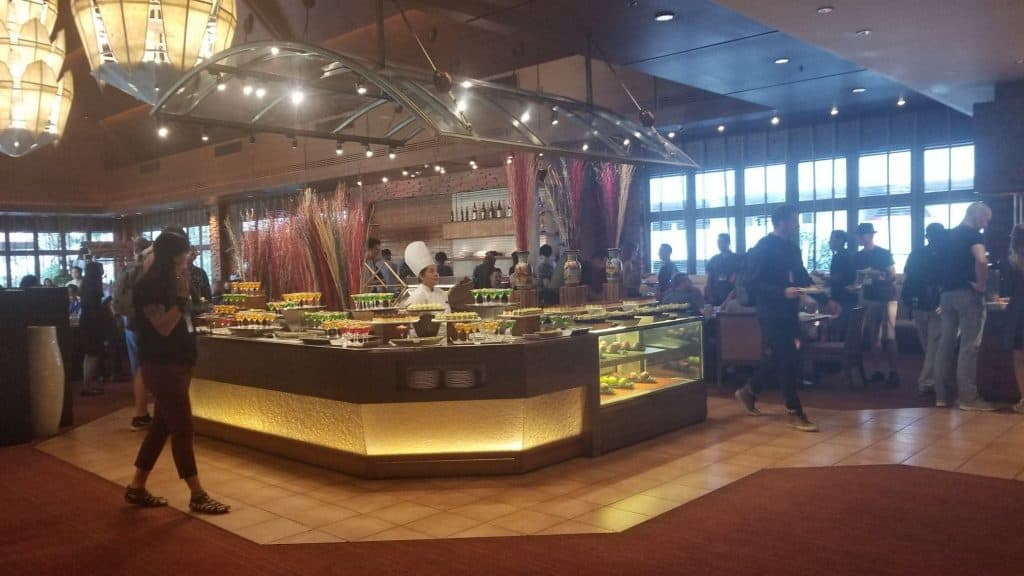 shangri-la-nomad-summit-review-buffet-style-lunch